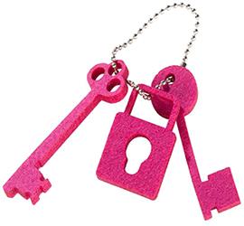 Брелок в виде ключей и замка из фетра