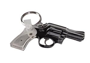 Акриловый брелок в виде револьвера